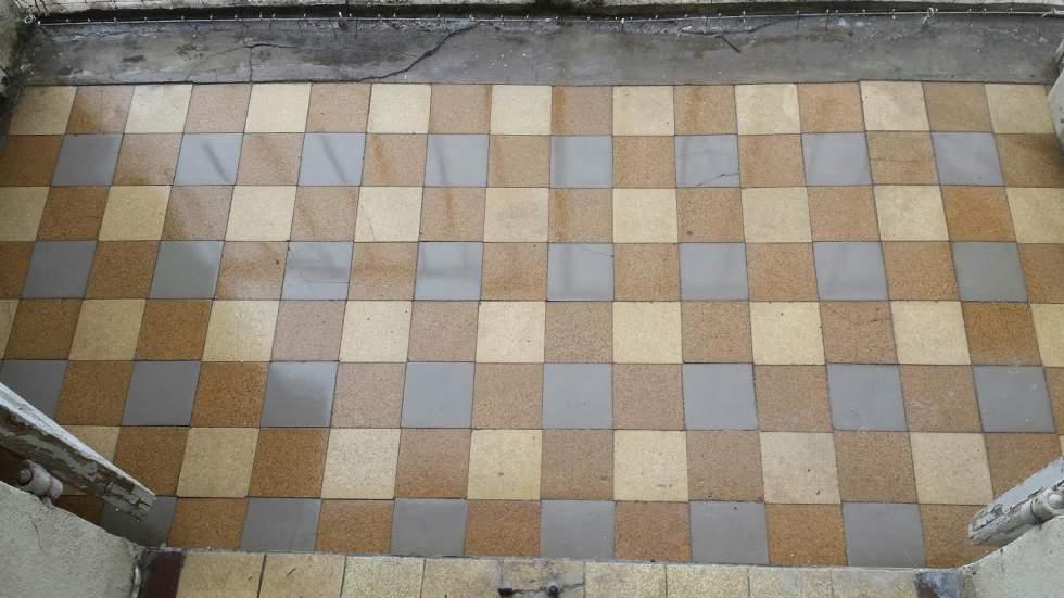 Nettoyage D Excrements Ou Fientes De Pigeon A Salon De Provence