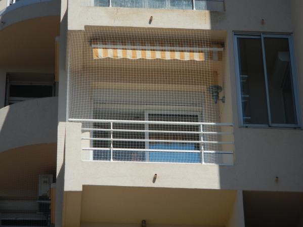 filet anti pigeon amovible pour balcon ou terrasse. Black Bedroom Furniture Sets. Home Design Ideas
