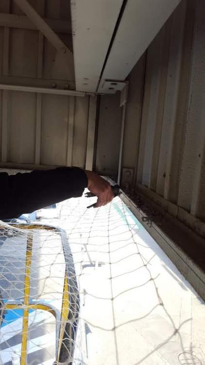 pose d 39 un filet anti pigeon carrefour vitrolles 13 combattre les nuisibles d pigeonnage. Black Bedroom Furniture Sets. Home Design Ideas